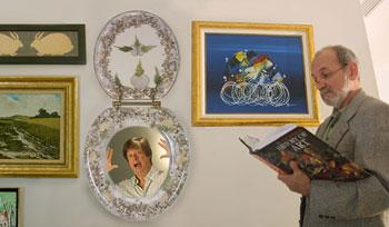 sea shell toilet seat. The seashell toilet seat doubles as a picture frame  RAUL RUBIERA Herald Staff com 12 01 2002 Dave Barry s Gift Guide